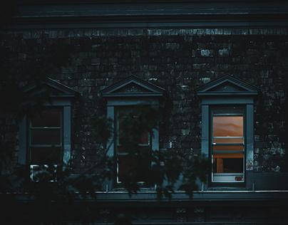 A Light at the Window / Une Lumière à la Fenêtre