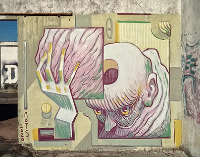 Holding head, mural in Porto