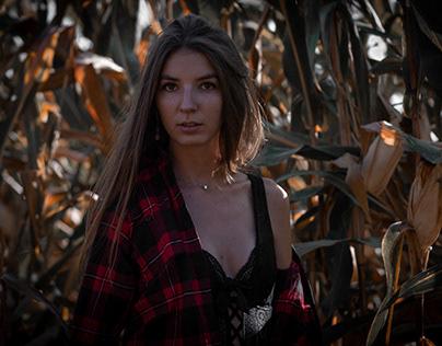 Marie-Laure dans les champs