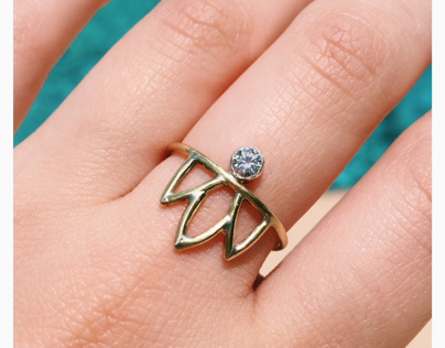 Petal ring with stone setting