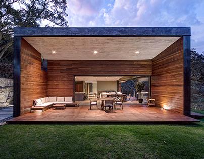 Weekend Retreat by Elias Rizo Architects