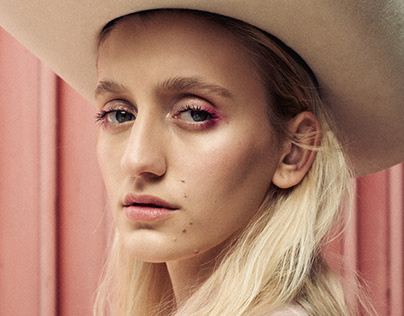 PINK / Editorial
