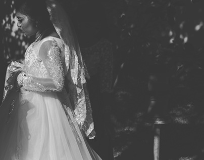 eyes on bride