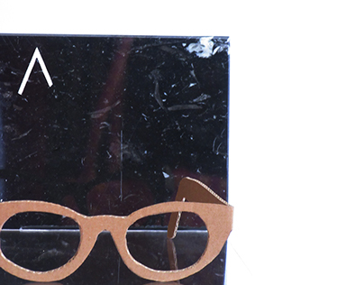 Sunglasses stand for EΝΛΙΤΕ Vision