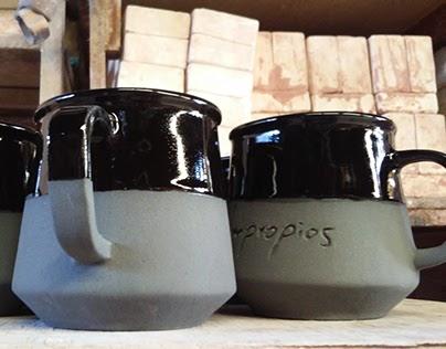 Tazas de cerámica para Poetas Impropios