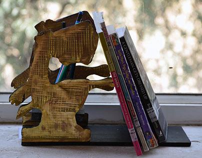 Porte-Livre : A Bookstand-cum-Pen Holder
