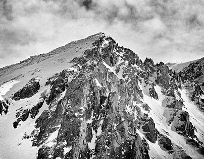 山 (Mountains)