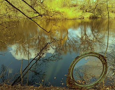 Water is like a mirror. Сinemagraph.