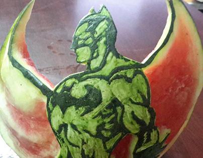 نحت علي البطيخ .. بات مان