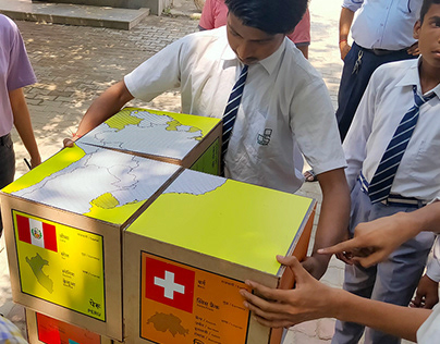 A geography puzzle, outdoor play from snakecube