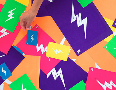 THE POWER OF COLOR الألوان في الهوية التجارية