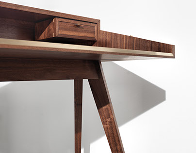 PROJECT0002: THE HINGED LAPTOP DESK