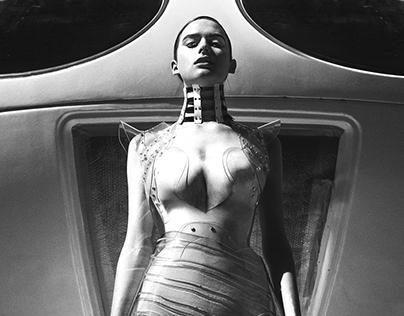 First Woman On Mars// Kaltblut Magazine