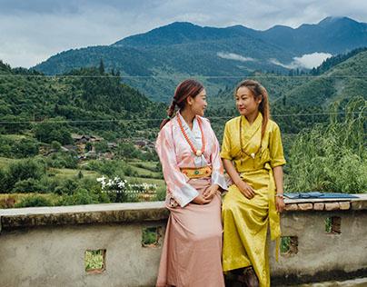 Traditional Tibetan Clothes @ Jiuzhaigou Village