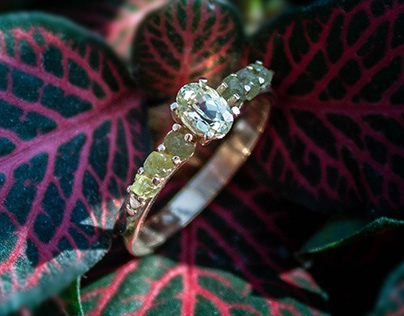 Gold ring with peridots