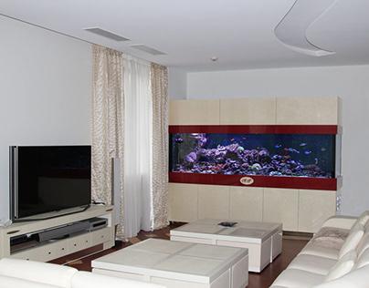 Аквариум риф в жилой комнате