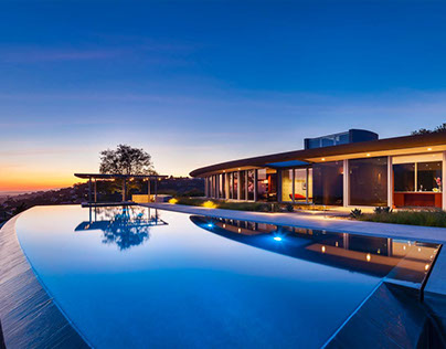 House with infinity pool Based in Atlanta