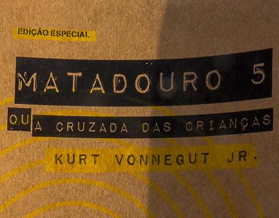 Reedição do livro Matadouro 5, de Kurt Vonnegut