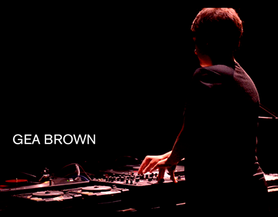 Sound Artist Gea Brown live Performance