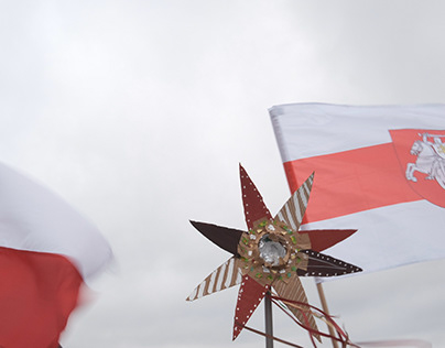 on the mount: Belarusians celebrating in Lodz