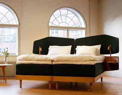 Carl Hansen and son Hotel bed