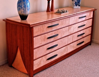 8 Drawer Dresser In Bubinga & Curly Maple