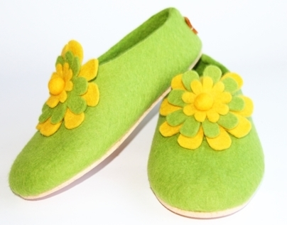 Cork Sole Floral Wool Slippers Green. Women. All sizes.