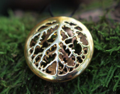 Shiny Leaf Veins Pendant