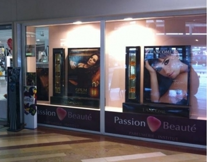 ANIMATION VITRINES PASSION BEAUTE/DOUGLAS