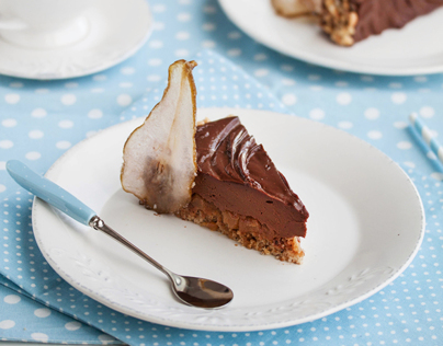 Chocolate, hazelnut and pears cake