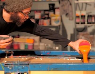 Girl untying her sandal / Druck Berlin Festival 2013