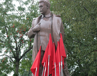 Flags, rakes & statue of Stalin.