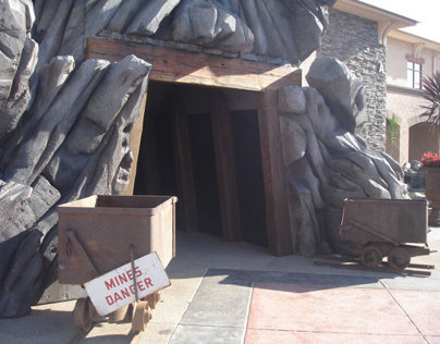 Mineshaft Entrance, Installation