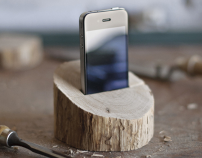 Wooden iPhone & iPad dock