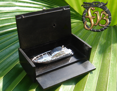 Miniature Replica White Gold Of PERCHING 50 YATCH