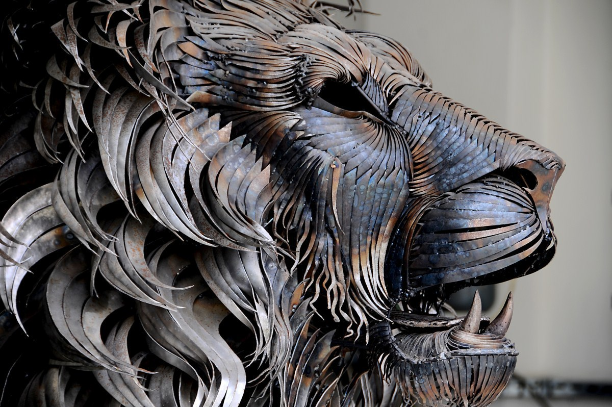 Aslan lion sculpture made with pieces of metal