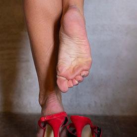 Mature feet Public Feet